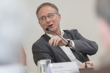 Dr. Christoph Mecking als Moderator des 12. StiftungsIMPACTS der ESV-Akademie am 04.04.2019 in Berlin.